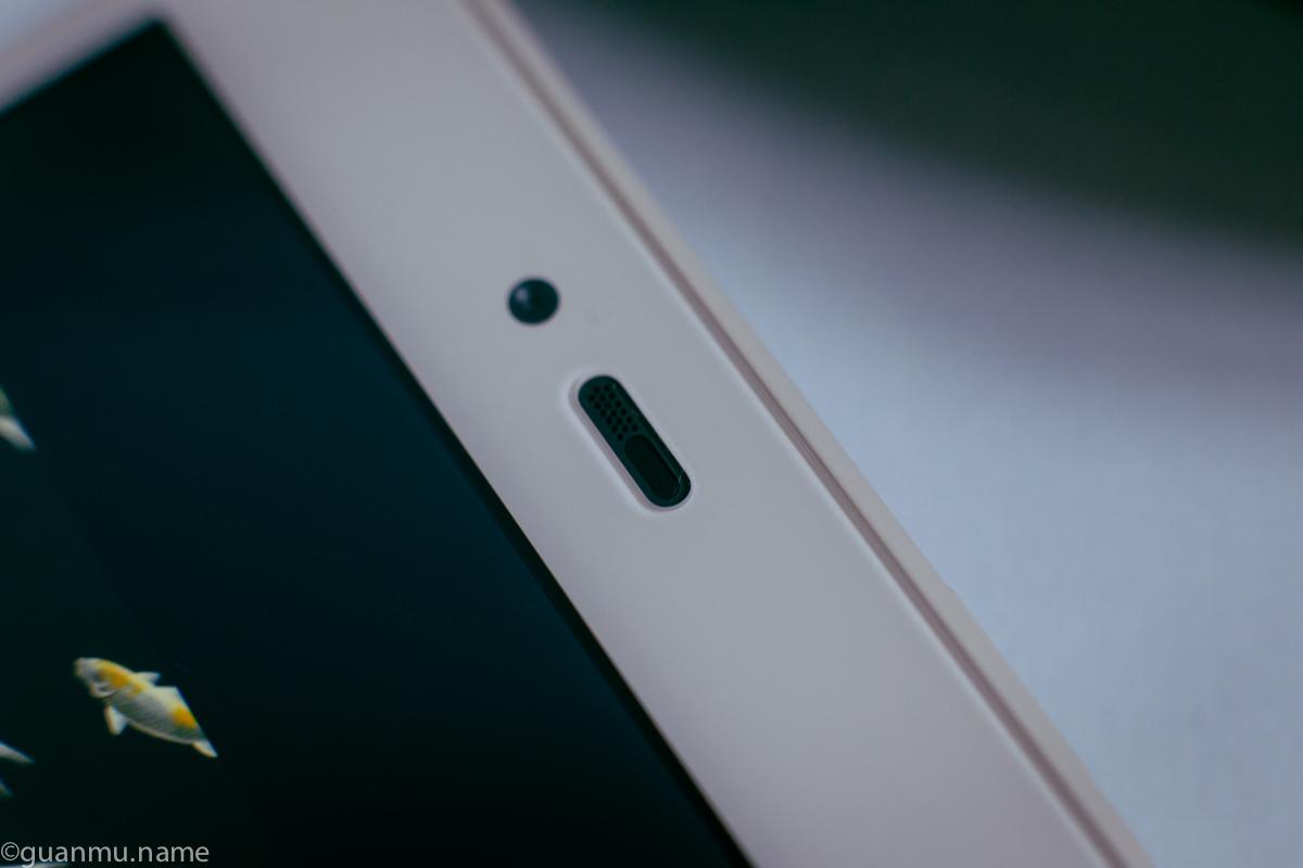 微距镜头下的坚果手机